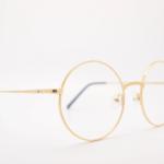 目が良い人が伊達メガネをかけると視力低下・疲れ目になる?