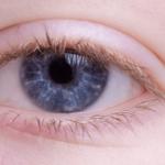 眼精疲労で目が自然と二重になるのはなぜ?