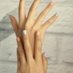 毎日の指ヨガで疲れ目も改善!その効果とやり方について解説