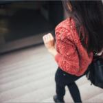 疲れ目を防ぐために~締め付けの強い衣類・持ち物を改善しよう~